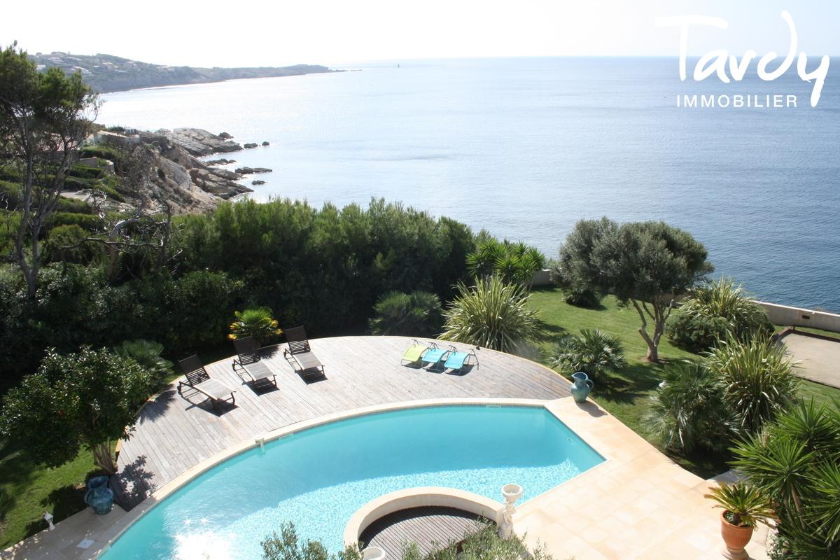 Pieds dans l'eau avec ponton et piscine à Sanary sur Mer - Sanary-sur-Mer