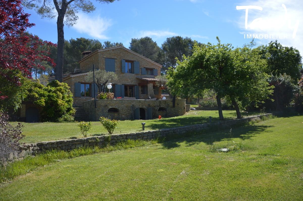 Propriété de charme en pierre grand terrain plat - 83330 Le Beausset - LE BEAUSSET