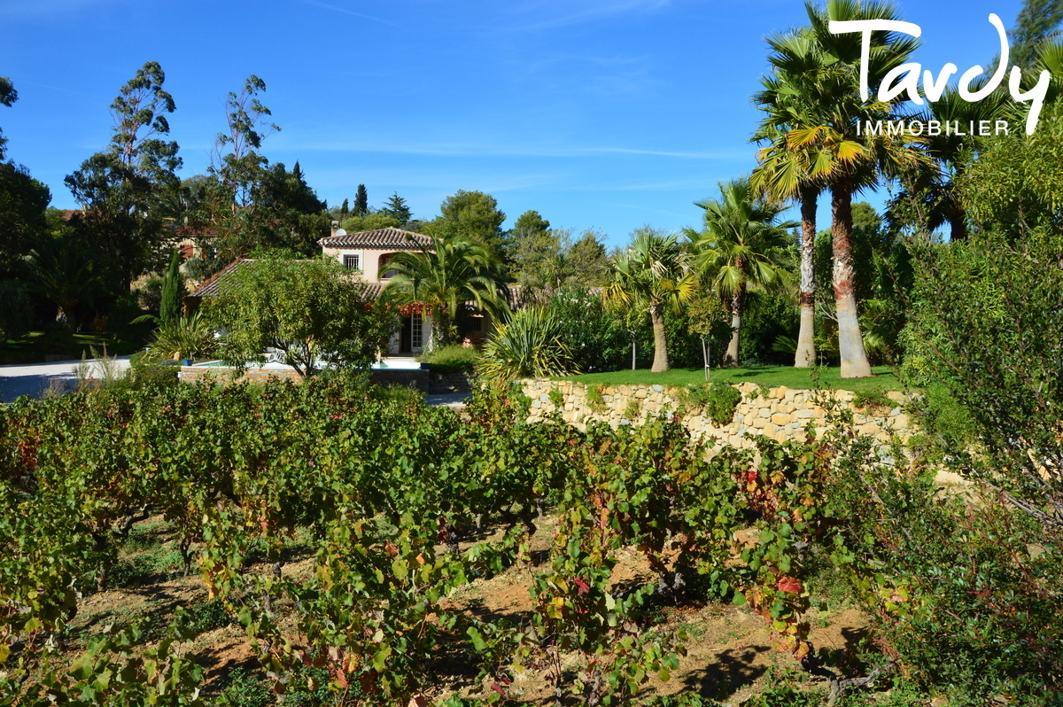 Propriété en 2 villas, campagne en bord de mer - 83270 Saint Cyr sur Mer - Saint-Cyr-sur-Mer