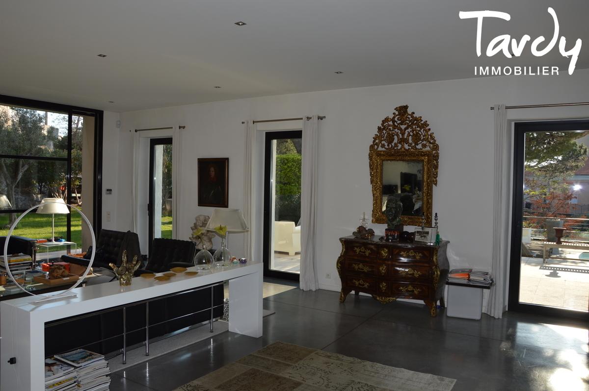 Vente achat maison villa marseille 7 me 13007 for Achat maison 13007