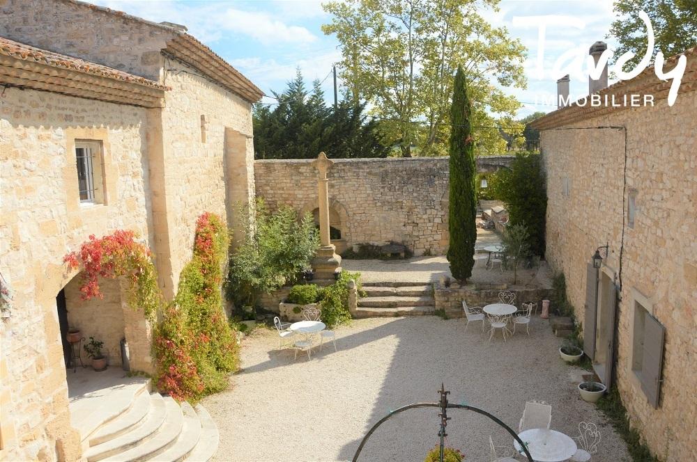 EN CAMPAGNE D'AIX EN PROVENCE, PROPRIETE DE CARACTERE - Aix-en-Provence