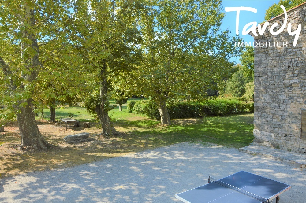 En campagne d'Aix en Provence, beau domaine en pierre - Aix-en-Provence
