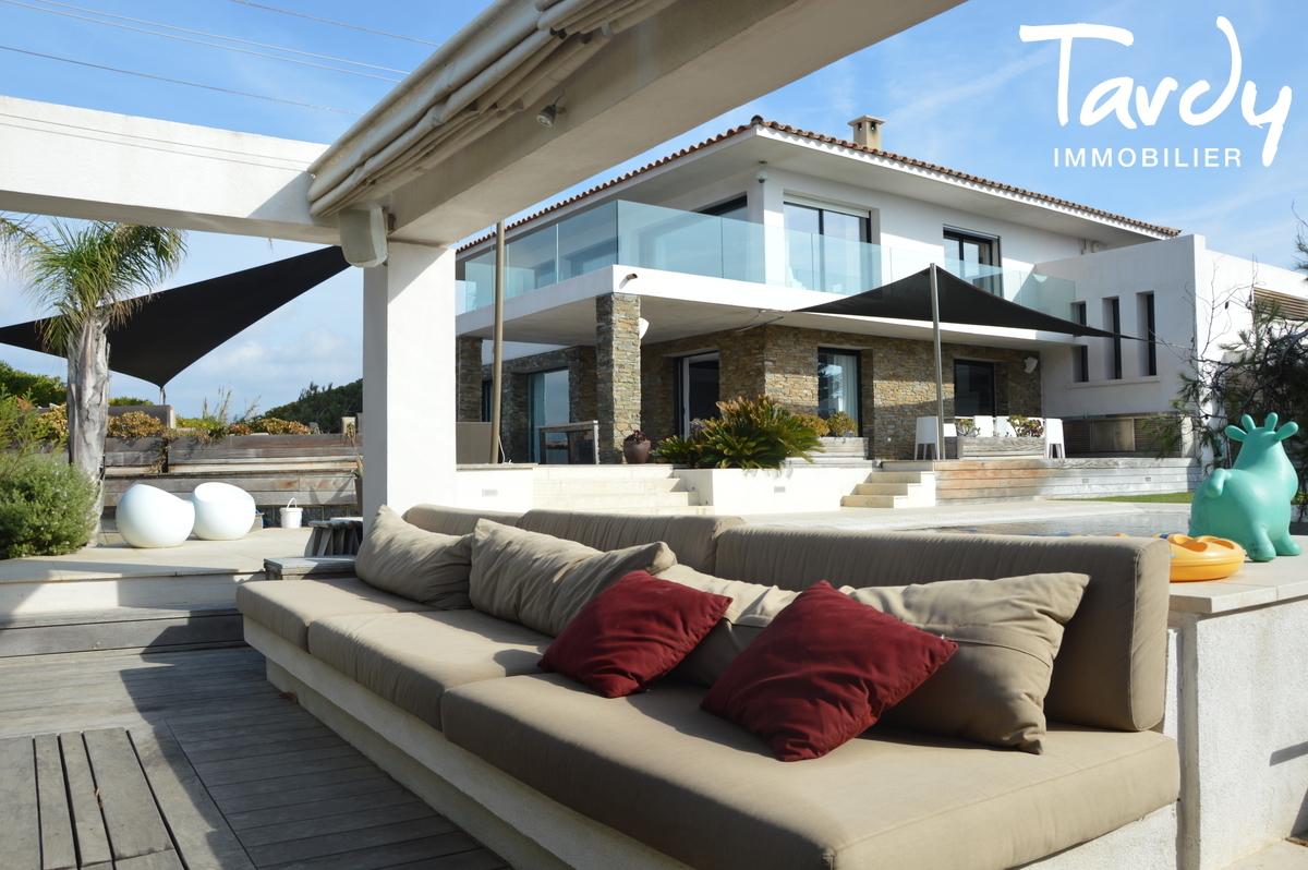 Villa contemporaine vue mer - 83140 Six Fours Les Plages - Six-Fours-les-Plages - immobilier secret