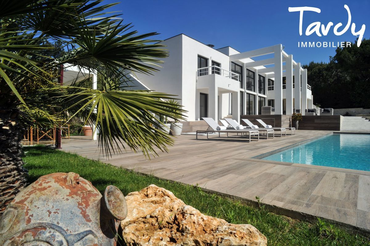 Villa contemporaine pieds dans l'eau domaine du Port d'Alon à Saint Cyr sur Mer - Saint-Cyr-sur-Mer