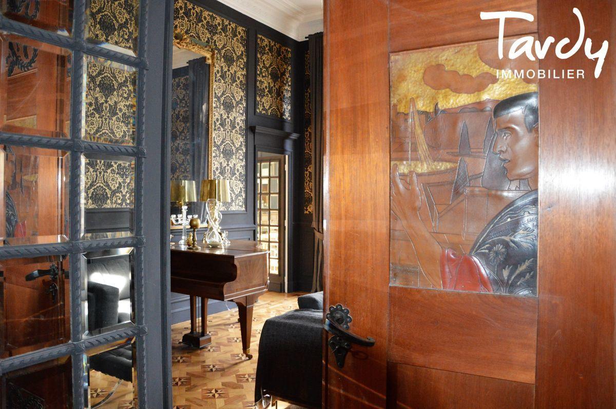 APPARTEMENT T6 DANS UN HOTEL TRES PARTICULIER - Marseille 8ème