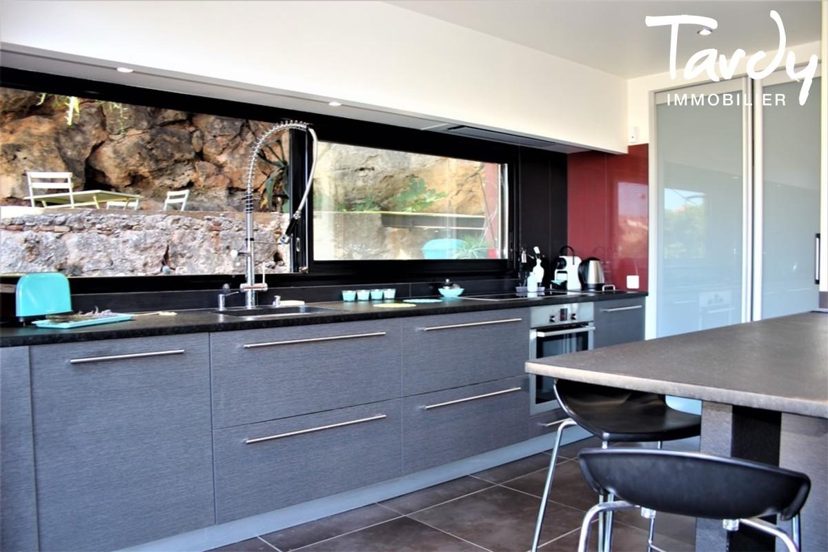 Villa d'architecte vue chateau - 83190 Ollioules - Ollioules