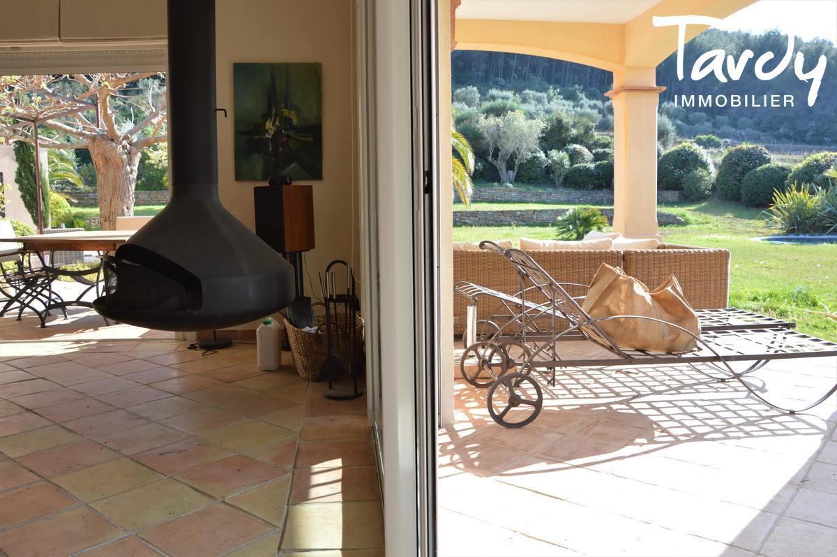 Belle provençale, paradis du collectionneur auto - Ste Côme 83740 La Cadière d'Azur - La Cadière-d'Azur