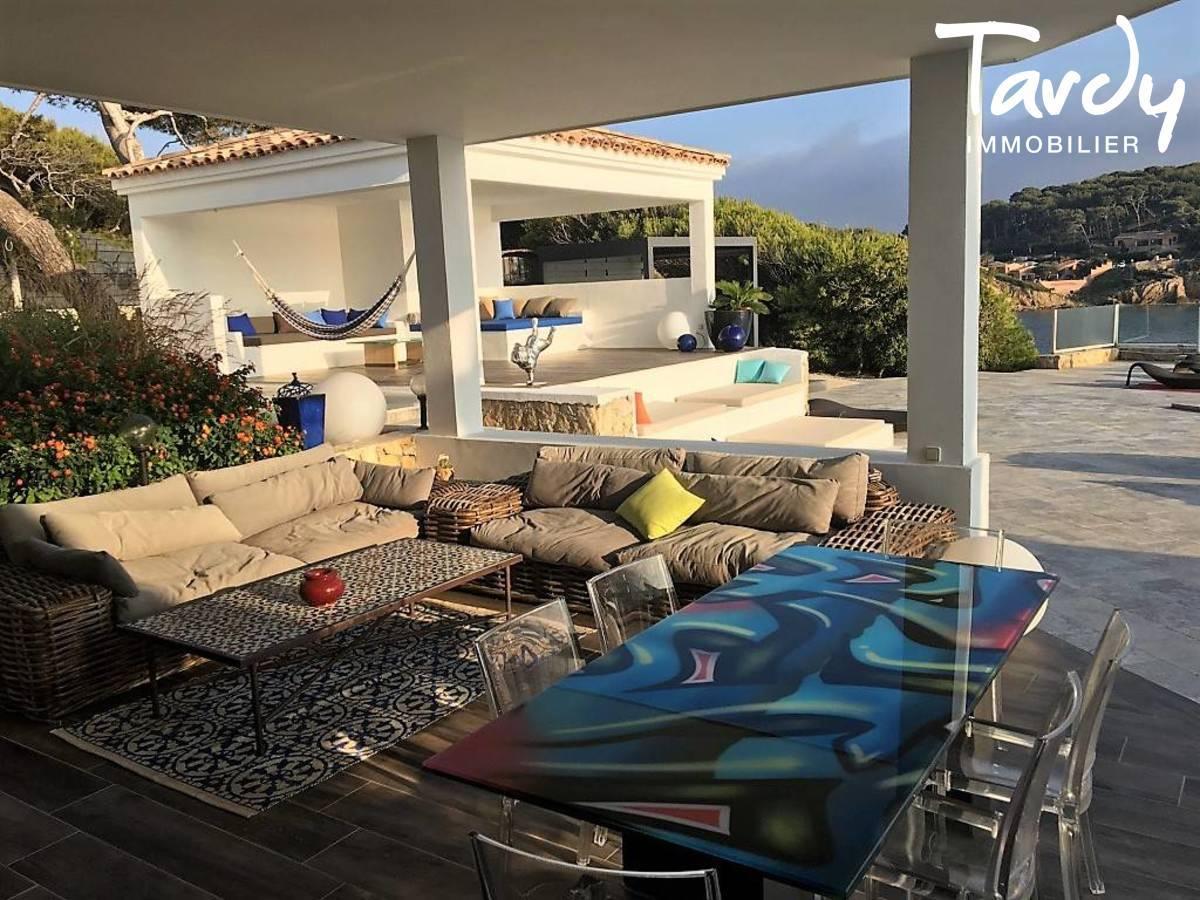 Villa pieds dans l'eau - Vue et accès à la mer -  Sanary sur Mer - Sanary-sur-Mer - villa contemporaine à sanary sur Mer