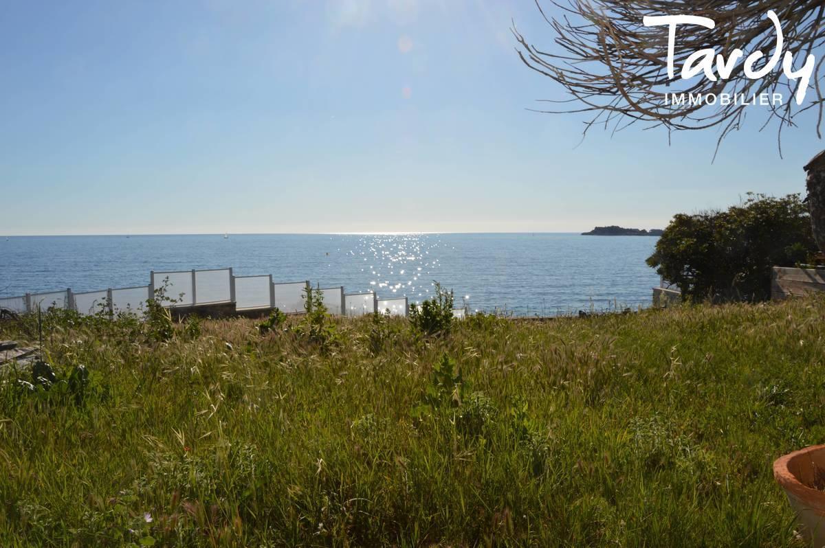 Villa pieds dans l'eau - Vue et accès à la mer -  Sanary sur Mer - Sanary-sur-Mer - Accès mer à Sanary sur mer à vendre propriété pieds dans l'eau