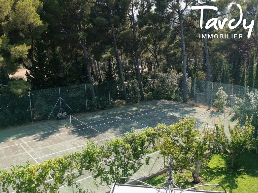PROPRIÉTÉ DE CARACTÈRE AU CALME AVEC VUE MER - La Ciotat - Terrain de tennis Maison privée