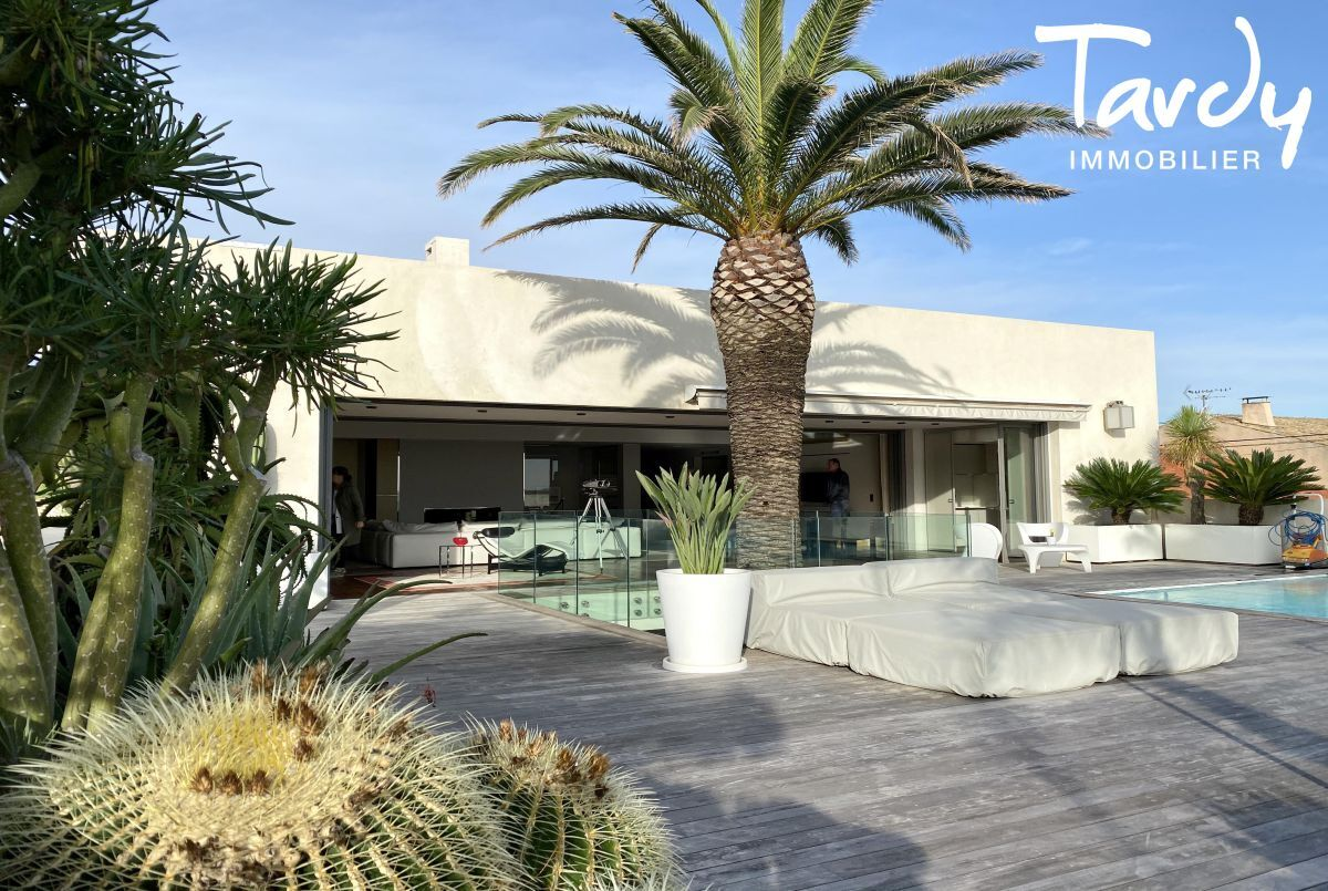 Villa d'architecte, vue mer et plage à pieds - La Capte 83400 Hyères - Hyères