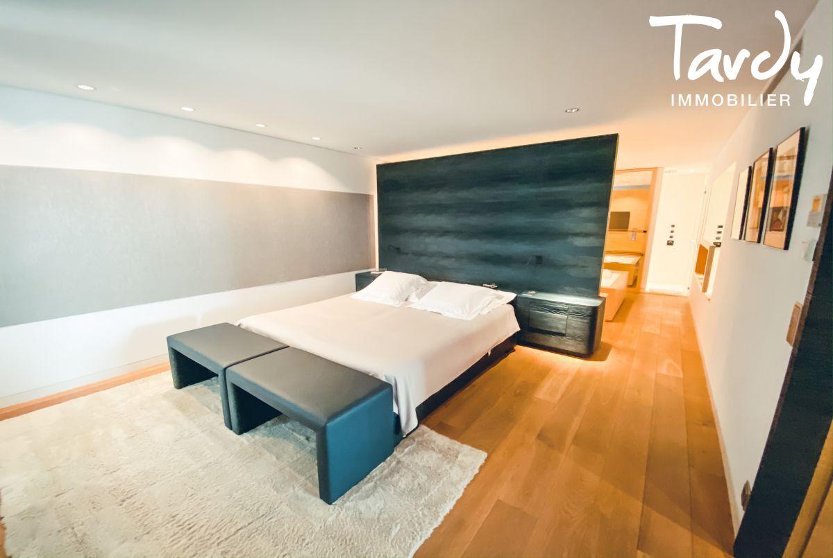 Villa d'architecte, vue mer et plage à pieds - La Capte 83400 HYÈRES - Hyères - Suite parentale