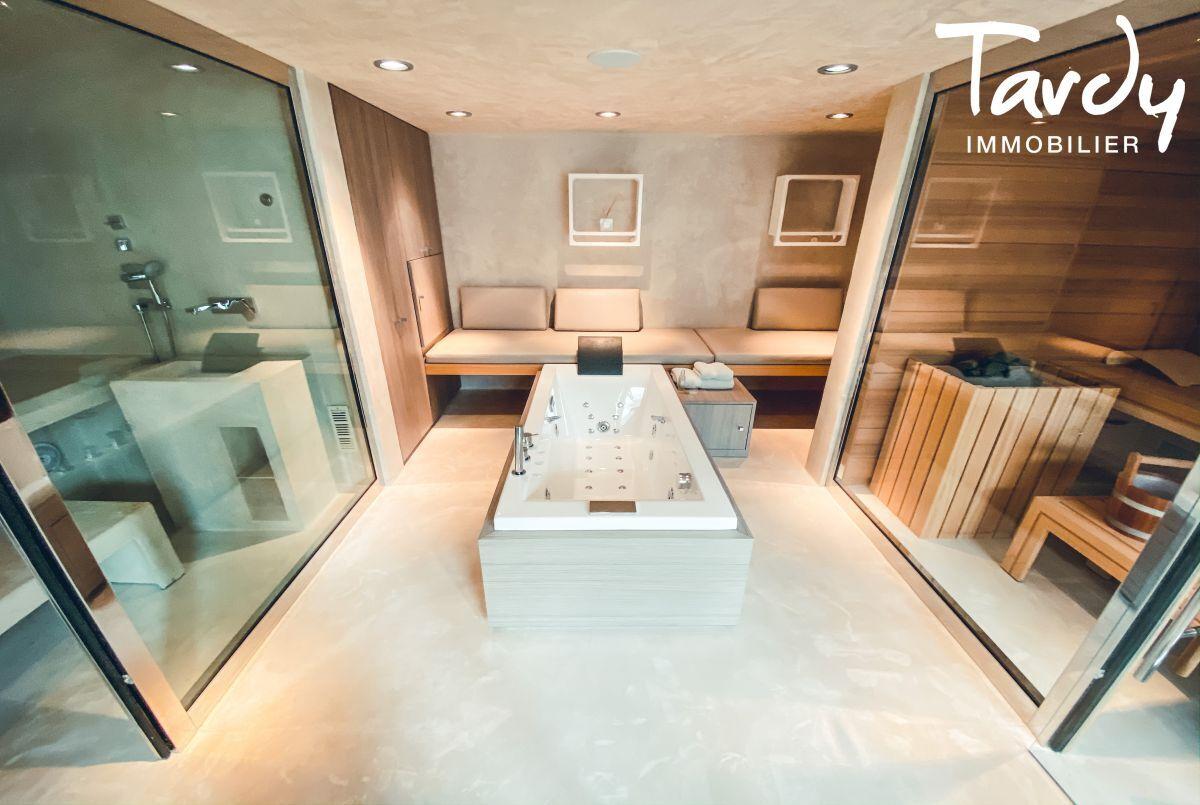 Villa d'architecte, vue mer et plage à pieds - La Capte 83400 HYÈRES - Hyères - Spa privé