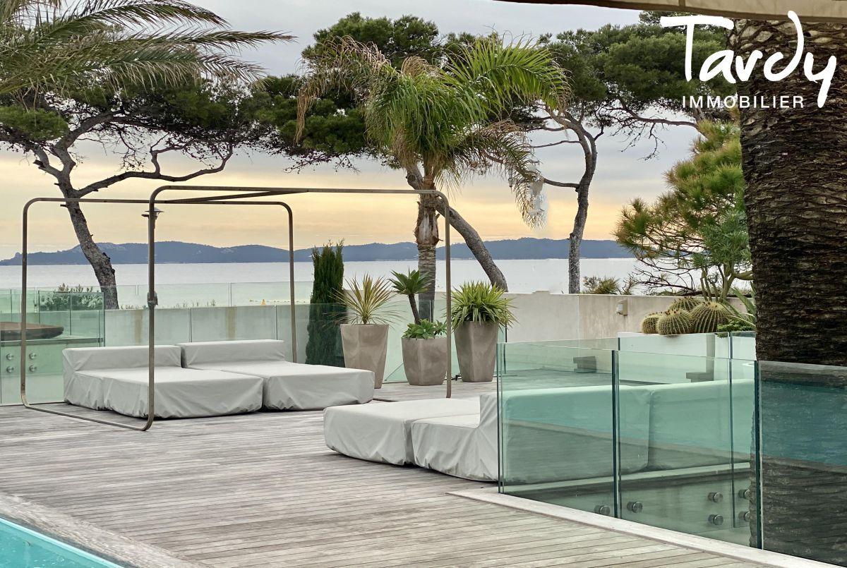 Villa d'architecte, vue mer et plage à pieds - La Capte 83400 HYÈRES - Hyères - Proche plage