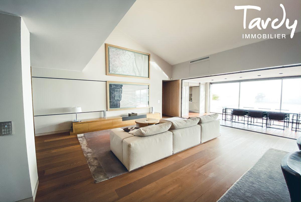 Villa d'architecte, vue mer et plage à pieds - La Capte 83400 Hyères - Hyères - Hyères