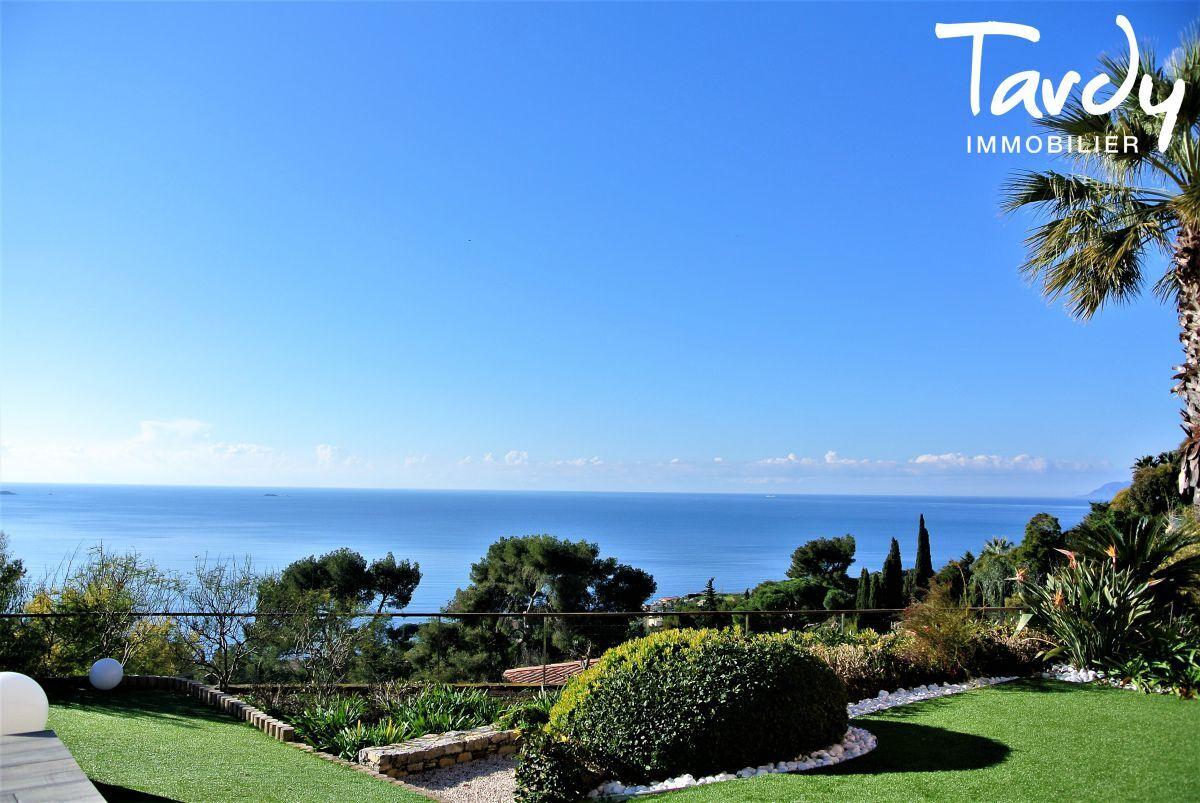 Villa d'architecte, domaine privé vue mer - Le Mont des oiseaux 83320 Carqueiranne - Carqueiranne - Villa Carqueiranne