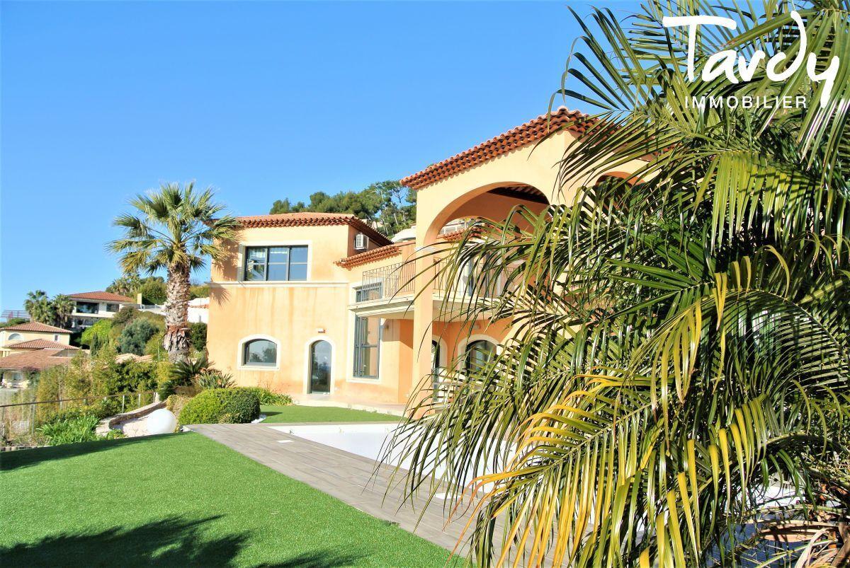 Villa d'architecte, domaine privé vue mer - Le Mont des oiseaux 83320 Carqueiranne - Carqueiranne - Villa domaine privé