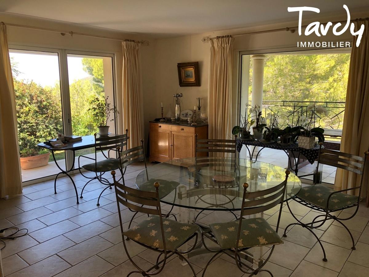 Villa de plain-pied proche Golf de La Frégate à La Cadière d'Azur. - La Cadière-d'Azur - VILLA CONTEMPORAINE
