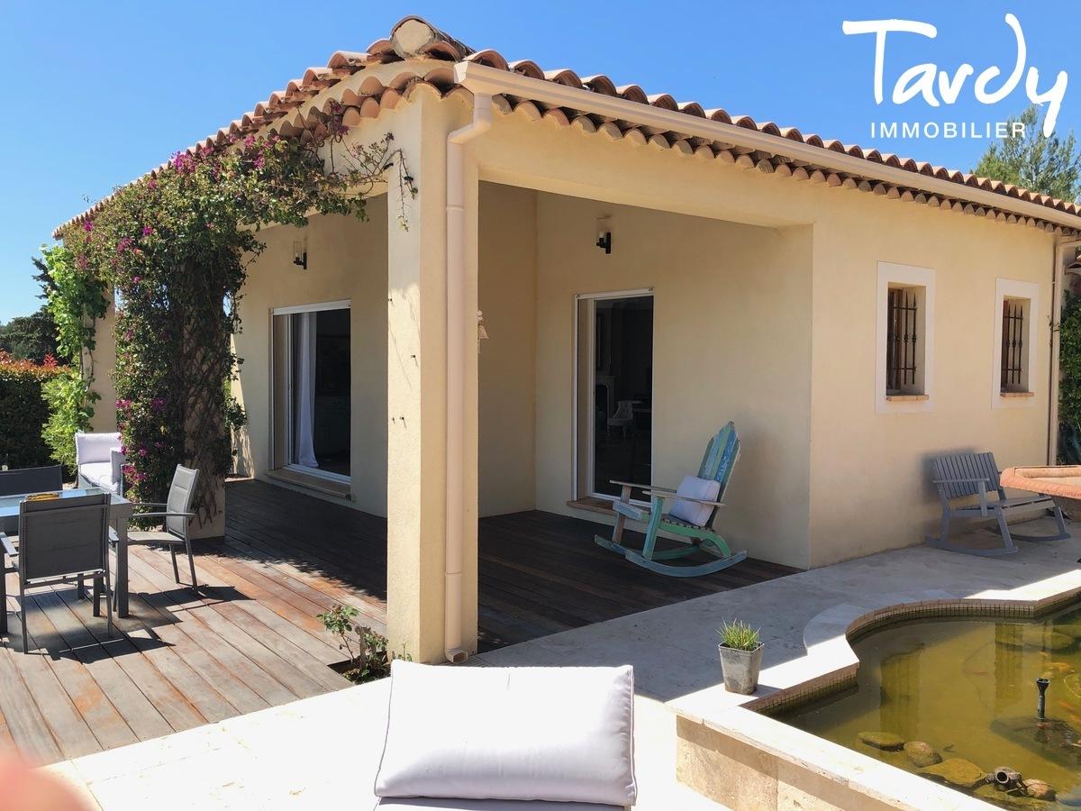 Villa vue dégagée vignes et village - Les Luquettes 83740 La Cadière d'Azur - La Cadière-d'Azur - PATTE BLANCHE 1ERE MARQUE OFF MARKET EN IMMOBILIER