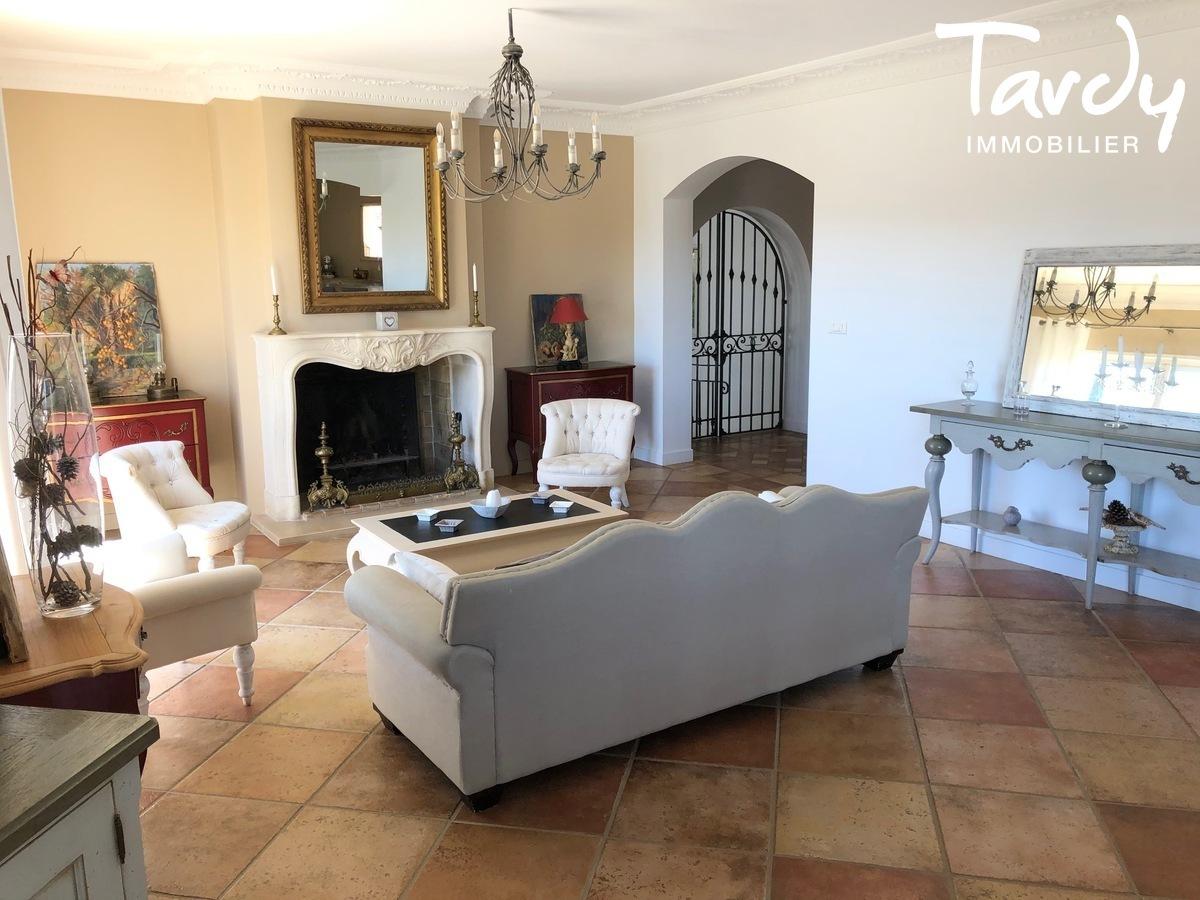 Villa vue dégagée vignes et village - Les Luquettes 83740 La Cadière d'Azur - La Cadière-d'Azur - VUE CAMPAGNE