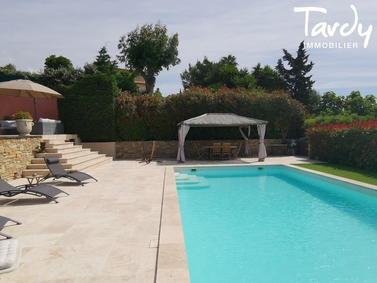 Villa vue dégagée vignes et village - Les Luquettes 83740 La Cadière d'Azur - La Cadière-d'Azur - VUE VILLAGE ET VIGNOBLES
