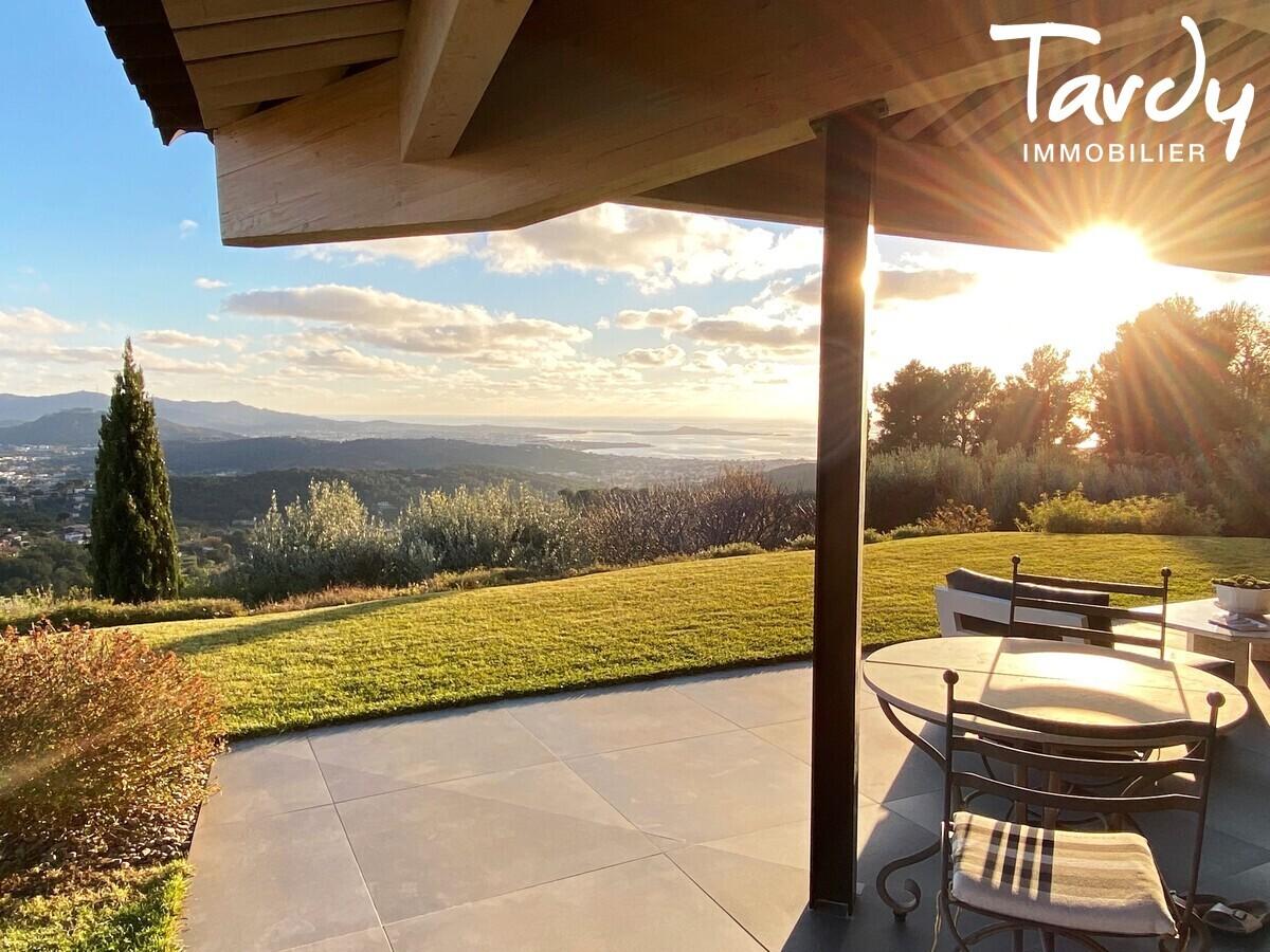 Villa d'architecte, vue mer panoramique - Le Lançon 83190 Ollioules - Ollioules - PATTE BLANCHE 1ère marque OFF MARKET en immobilier