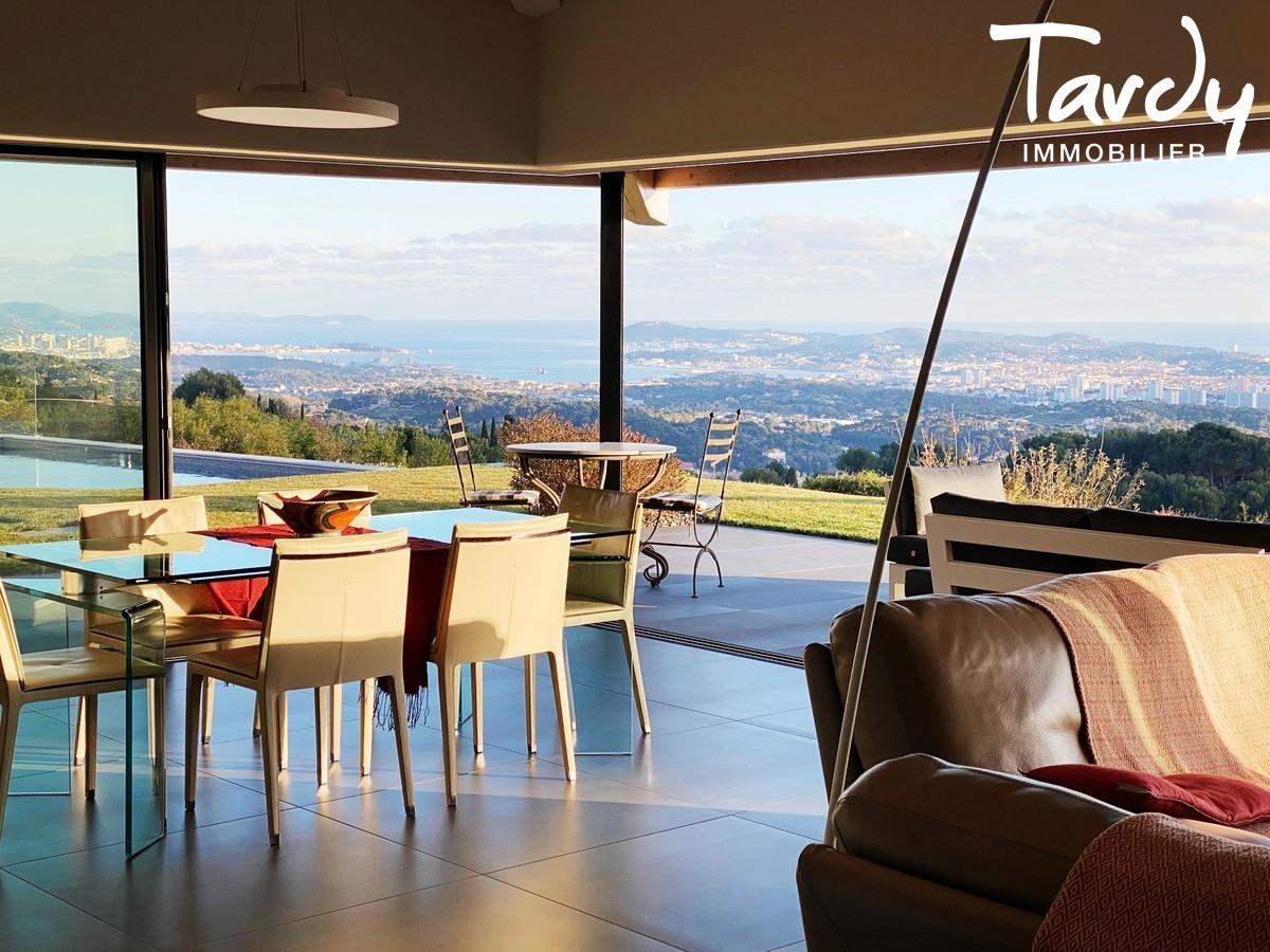 Villa d'architecte, vue mer panoramique - Le Lançon 83190 Ollioules - Ollioules - PATTE BLANCHE TARDY IMMOBILIER