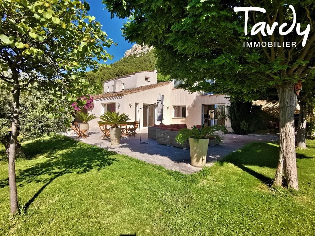 Villa familiale vue dégagée et domaine fermé - 13260 Cassis - Cassis