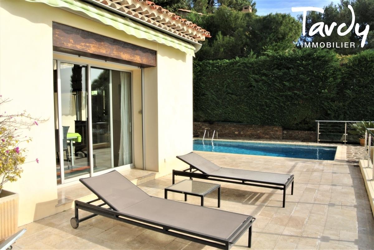 Villa provençale, domaine privé vue mer - Le Mont des Oiseaux 83320 Carqueiranne - Carqueiranne - Terrasse vue mer