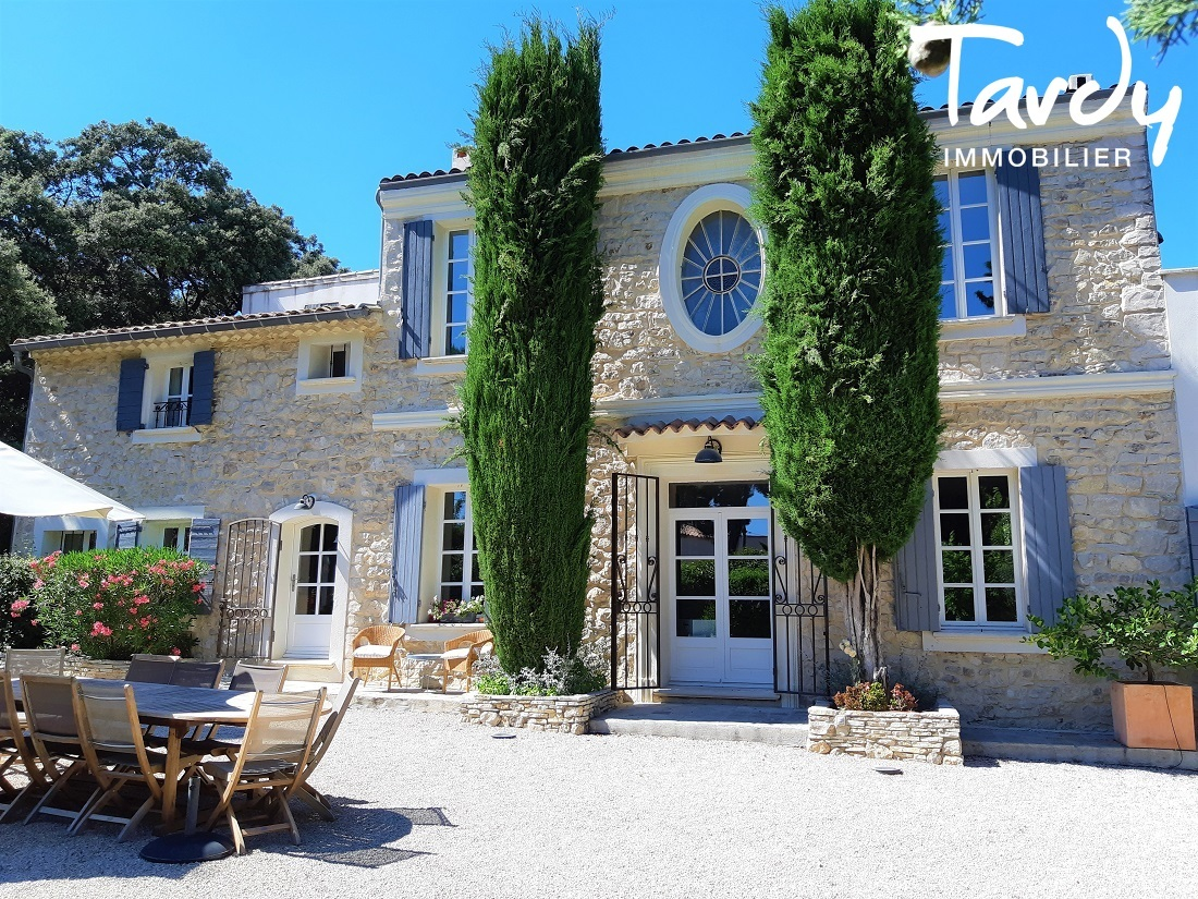 Proche Aix en Provence, bastide ancienne en pierre - Aix-en-Provence