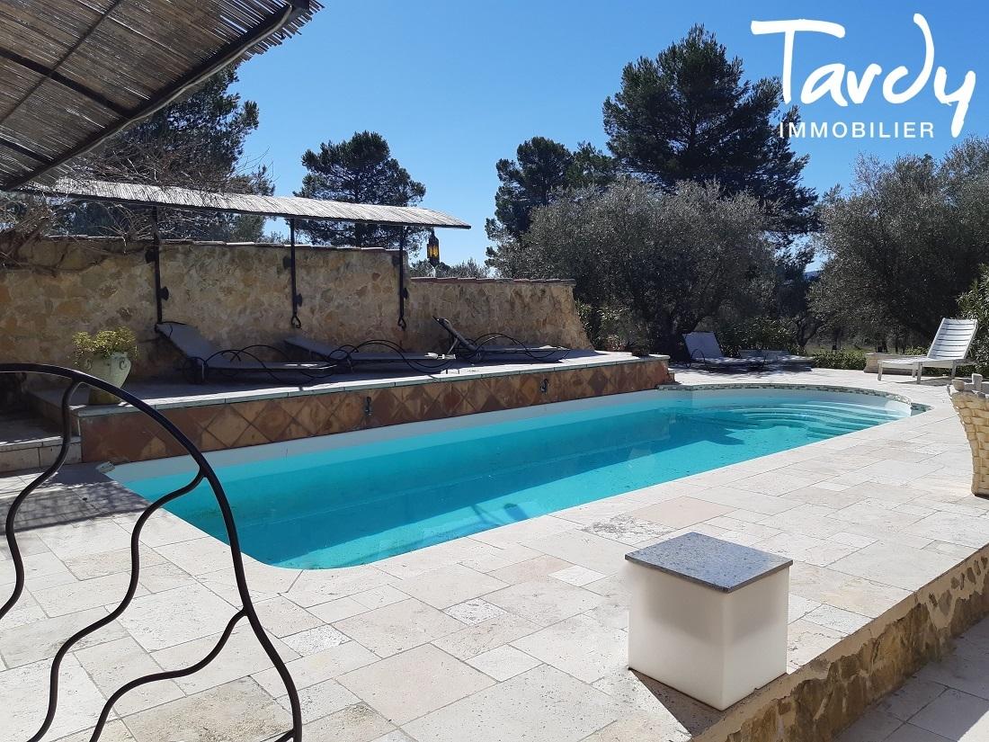 Provence Verte Beau Mas en pierre avec dépendances et gîtes - Aix-en-Provence