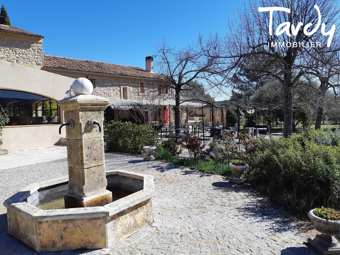 MAS 18è EN PIERRE AVEC DEPENDANCES A 50 MIN D'AIX EN PROVENCE - Aix-en-Provence