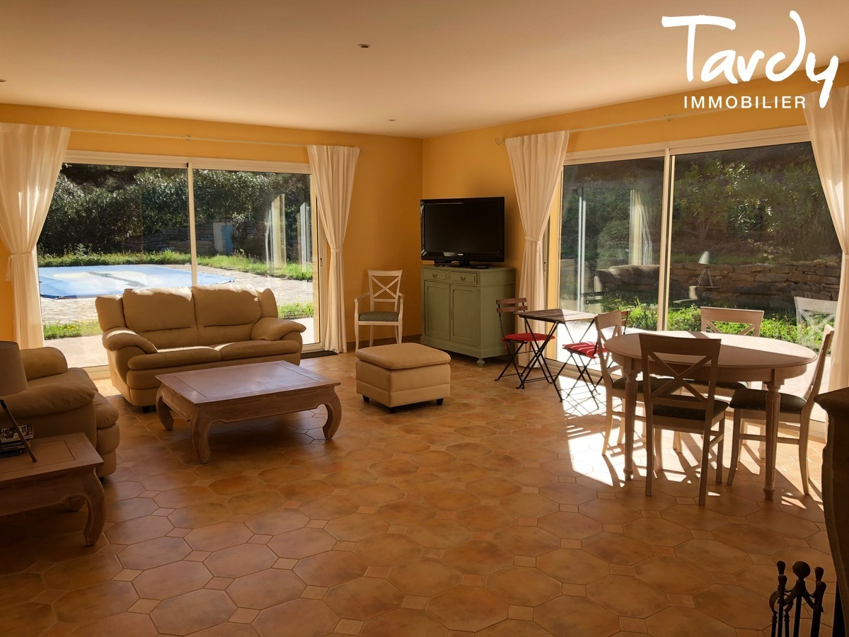 Villa familiale, proche Golf de La Frégate - 83740 La Cadière d'Azur - La Cadière-d'Azur - NOUVEAUTE TARDY IMMOBILIER