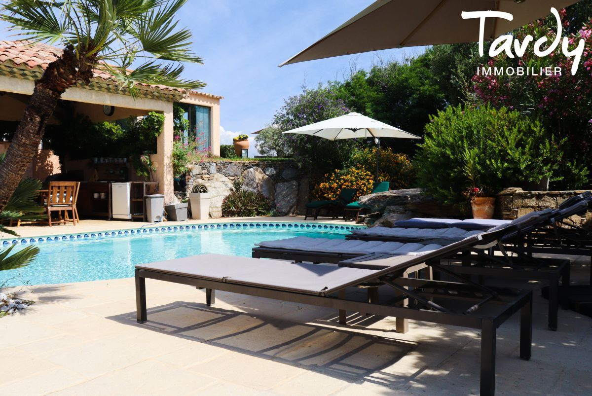 Grande villa, pieds dans l'eau domaine privé - La Madrague 83400 Hyères - Hyères - Villa piscine