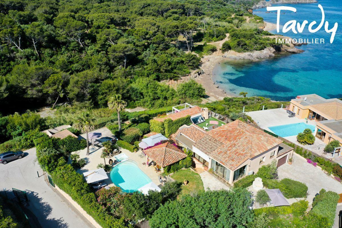 Grande villa, pieds dans l'eau domaine privé - La Madrague 83400 Hyères - Hyères - Vue mer