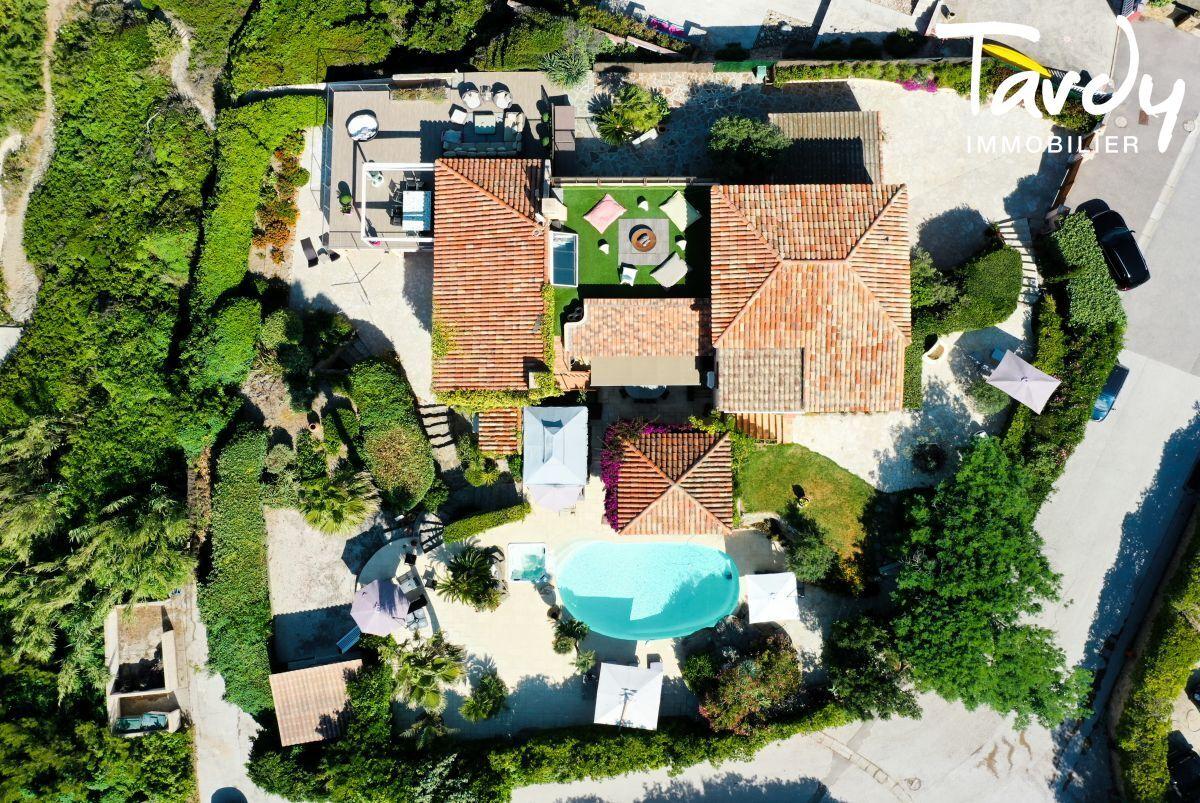 Grande villa, pieds dans l'eau domaine privé - La Madrague 83400 Hyères - Hyères - 1er rang de mer