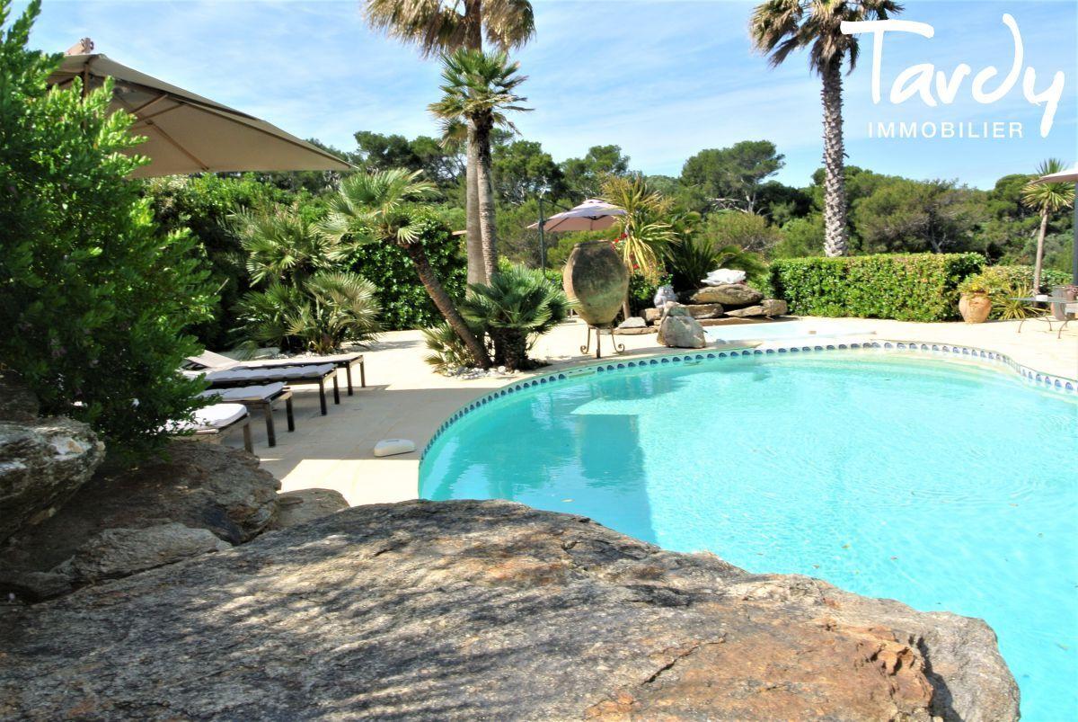 Grande villa, pieds dans l'eau domaine privé - La Madrague 83400 Hyères - Hyères - Pieds dans l'eau