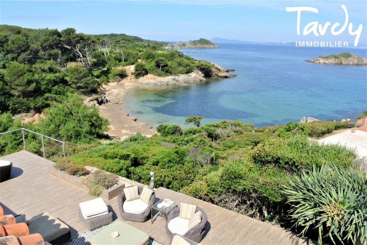 Grande villa, pieds dans l'eau domaine privé - La Madrague 83400 Hyères - Hyères - Giens vue mer