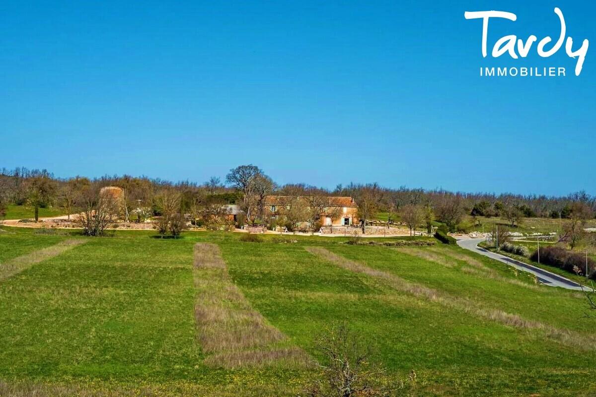 PROCHE SAINTE VICTOIRE DOMAINE DE 170 HECTARES - Aix-en-Provence