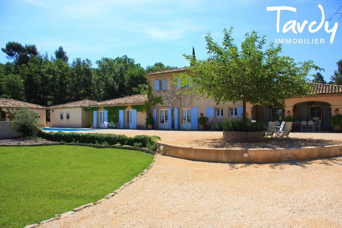 Proche Aix en Provence, Maison avec dépendances, vue imprenable Sainte Victoire - Aix-en-Provence