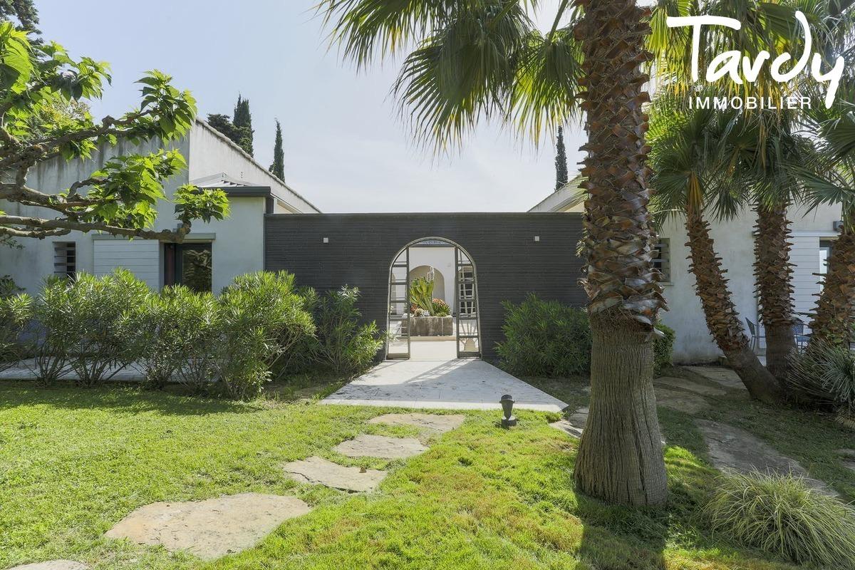 Villa contemporaine aux grands volumes proche du centre à Cassis - Cassis