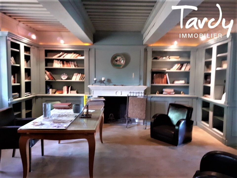 Domaine sur 160 hectares - Nombreuses dépendances - Proche 13200 Arles - Arles