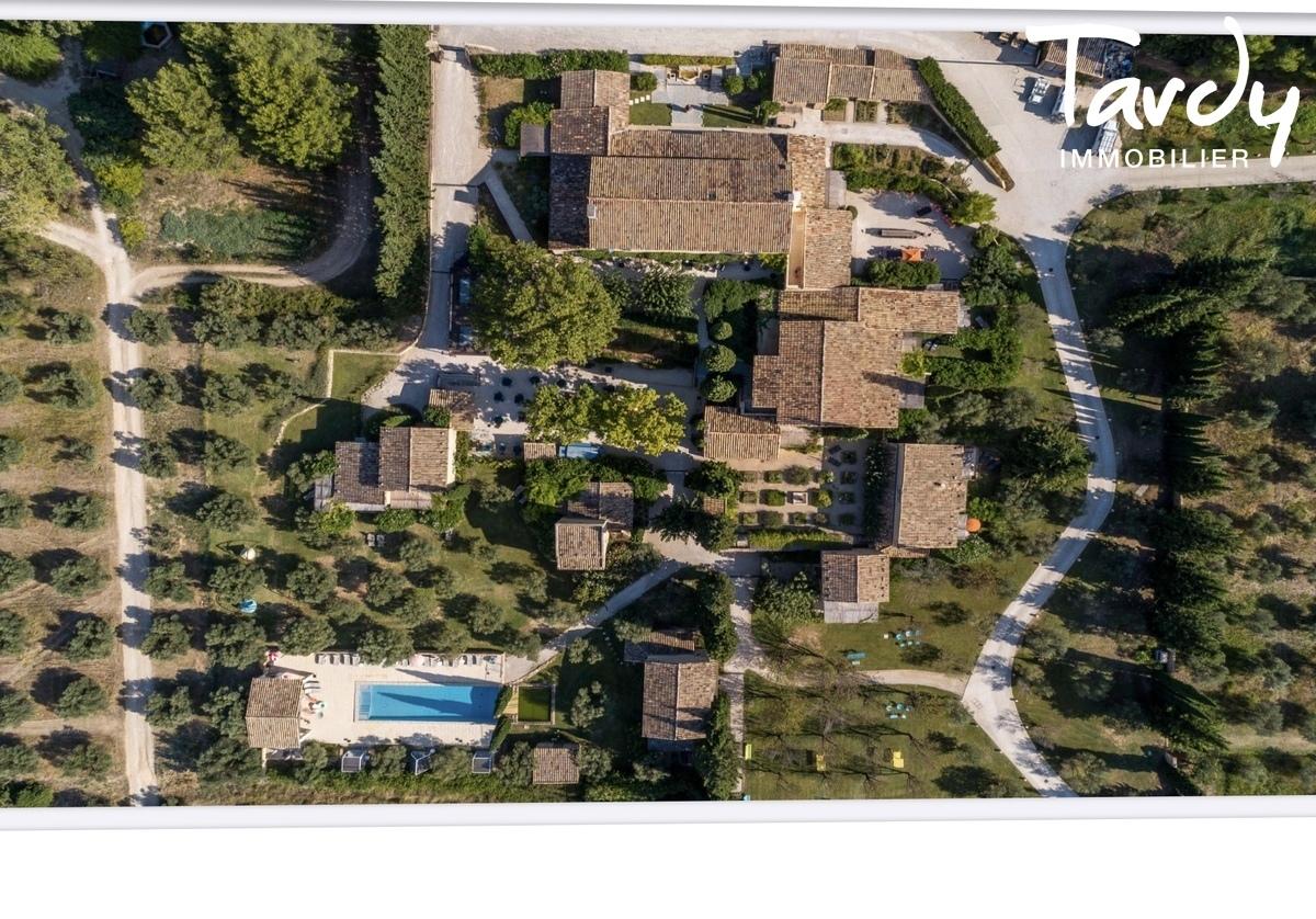 Domaine d'exception de caractère pour événementiel - Les Alpilles - Maussane-les-Alpilles - PATTE BLANCHE 1ère Marque Off Market en Immobilier