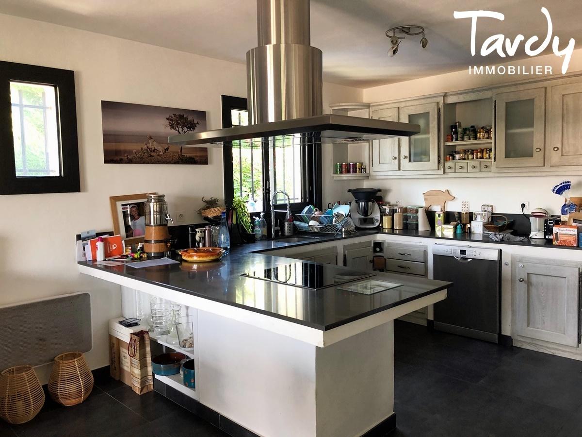 Maison familiale, aperçu mer - Groupède 13600 La Ciotat - La Ciotat - PATTE BLANCHE