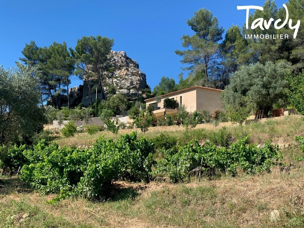Villa contemporaine, vue dégagée campagne - 83740 La Cadière d'Azur - La Cadière-d'Azur - PATTE BLANCHE 1ERE MARQUE OFF MARKET EN IMMOBILIER