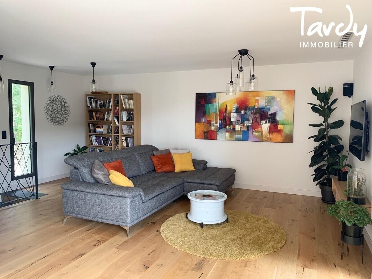Villa contemporaine, vue dégagée vignes et collines - 83150 Bandol - Bandol - PATTE BLANCHE