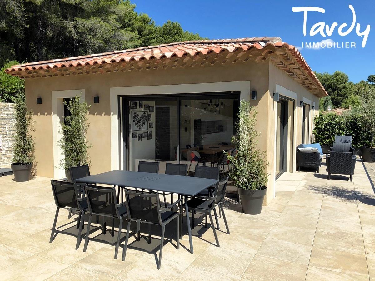 Villa contemporaine, vue dégagée campagne - 83740 La Cadière d'Azur - La Cadière-d'Azur - TARDY IMMOBILIER
