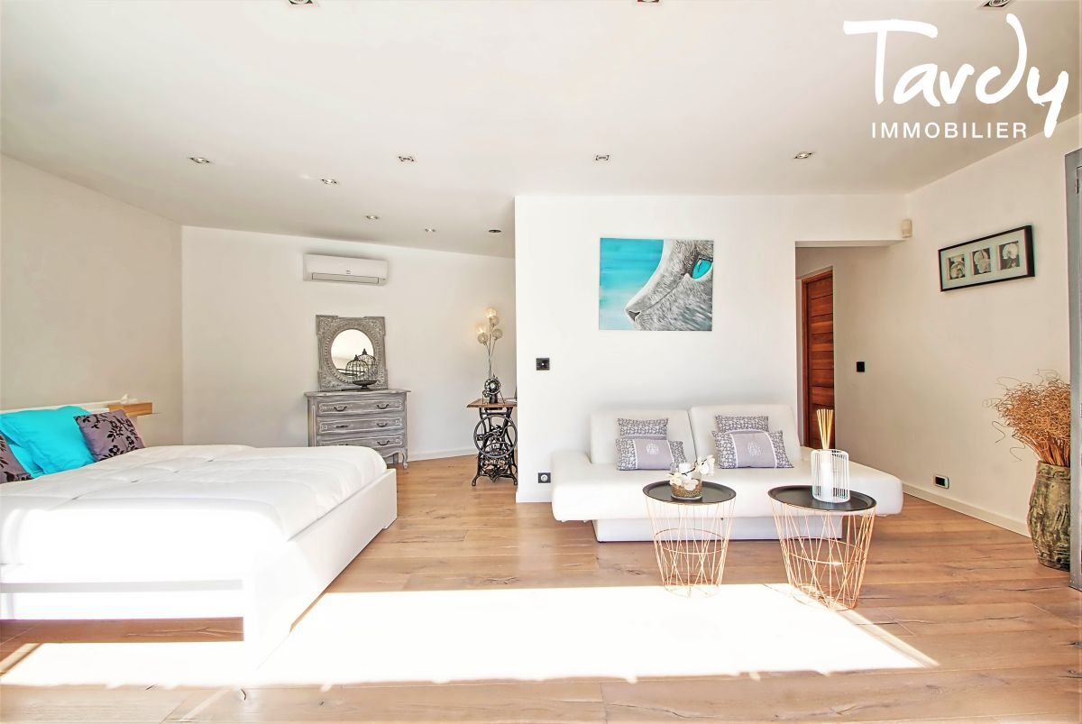 Villa Contemporaine, calme - 83400 Hyères - Hyères - villa d'architecte
