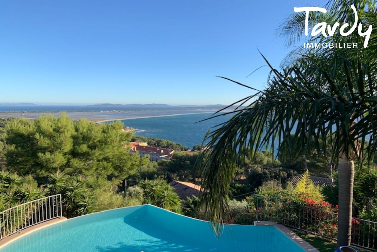 Villa contemporaine vue mer - Mont des Oiseaux 83320 Carqueiranne - Carqueiranne - Vue presqu'île de Giens