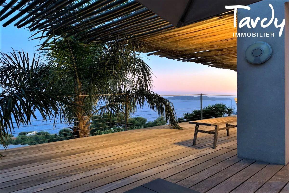 Villa contemporaine vue mer - Mont des Oiseaux 83320 Carqueiranne - Carqueiranne - Villa Contemporaine